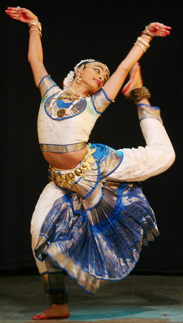 indian dance styles Learn about the many different types of dance: ballet, modern, hip-hop, folk, jazz ballet has influenced many other styles of dance and become a fine art form in.